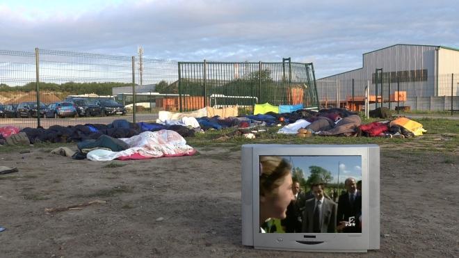4.TV Sarko 2002 devant gens qui dorment