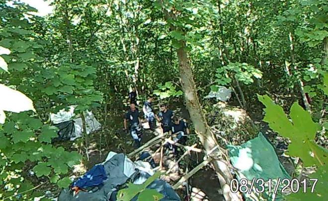 7. Police détruit cabane sur caméra de vidéo surveillance